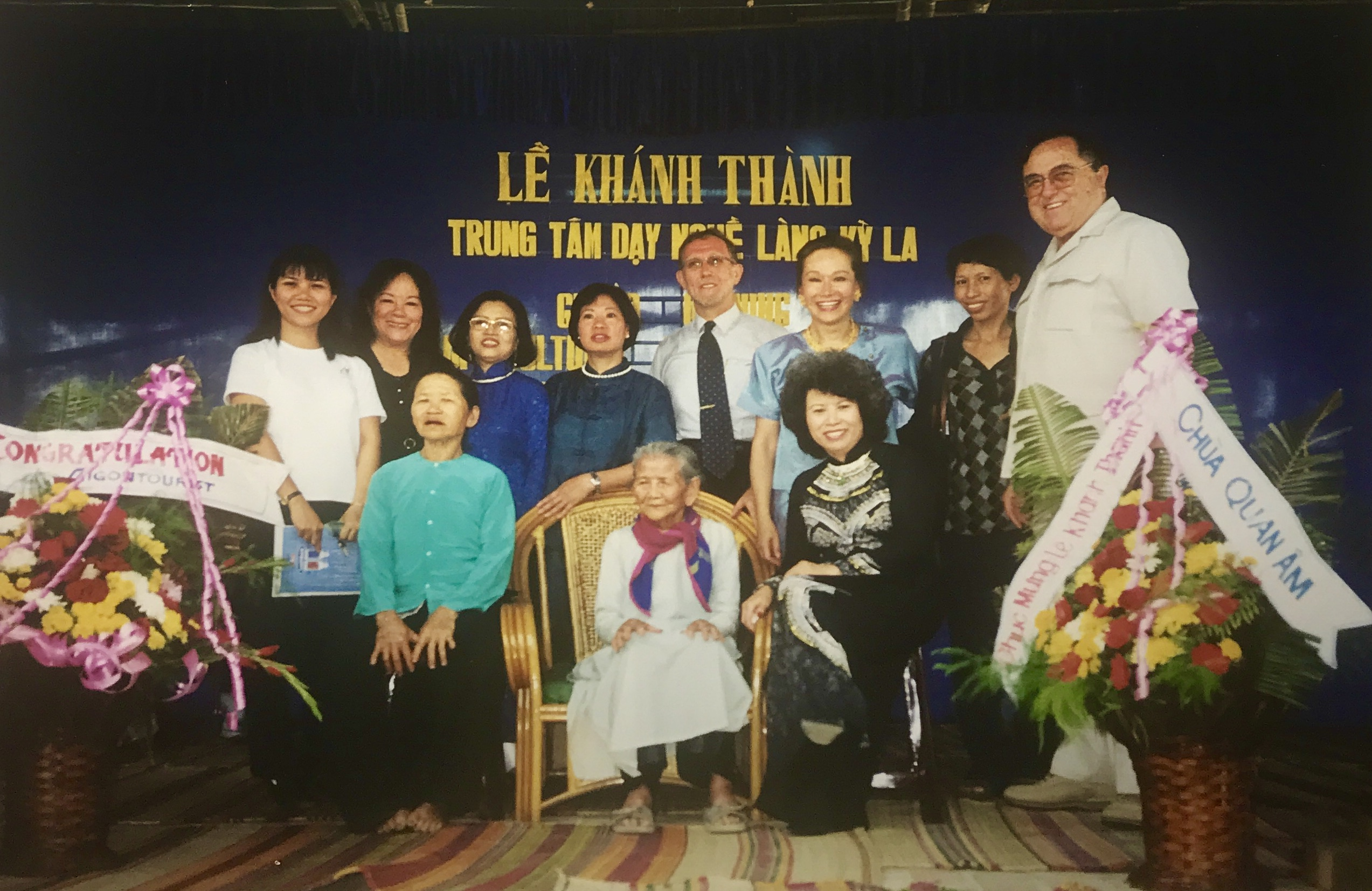 Mother-Hai-VIPs-at-cultrual-center-